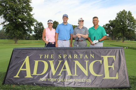Golfers at the Spartan Advance Golf Outing
