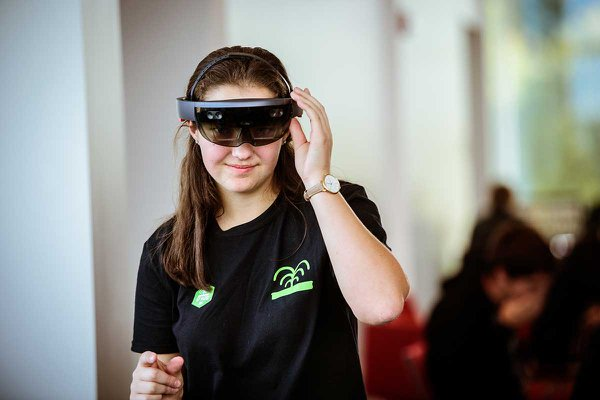 YCP Hacks at York College - Freshmen student Kate tries out technology