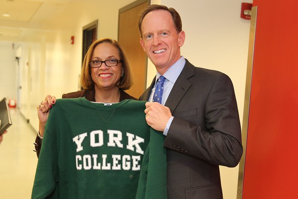 Sen. Pat Toomey stands with President Gunter-Smith during his visit to campus to connect with ACF Scholars in 2015-16.