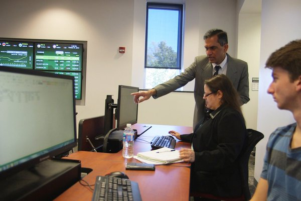 Professor Madhogarhia works with York College finance students